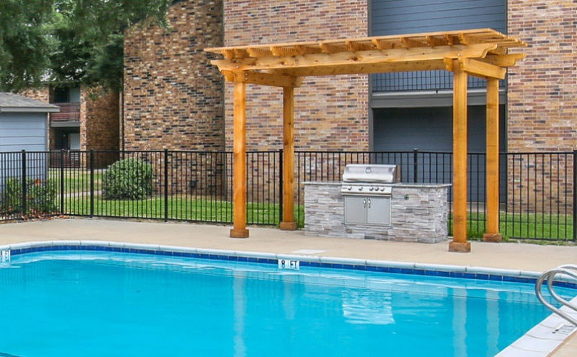 grilling area pool side